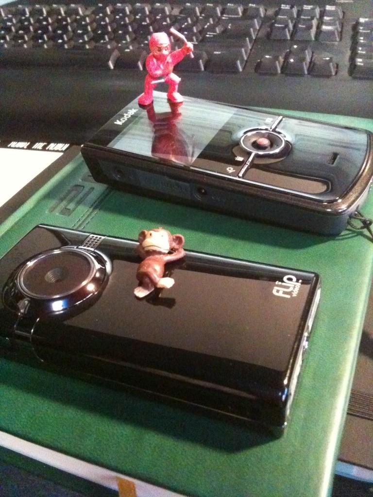 Flip Mino HD (bottom) and Kodak Zi8 (top)